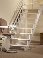 Gebrauchter Sitzlift mit Schiene zum günstigen Preis :: Die Fahrschiene besteht aus runderneuerten Segmenten und wird immer individuell maßangefertigt