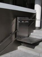 Plattformlift im Außenbereich :: obere Fahrschiene als Handlauf zu verwenden