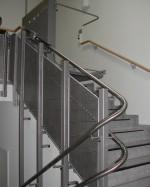 Plattformlift Innen :: Stützenbefestigung mit Fahrbahnverkleidung